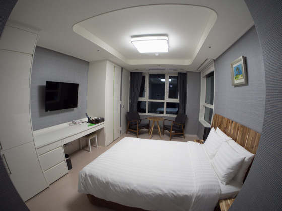 Warped Hotel Room - Rokinon 7.5mm